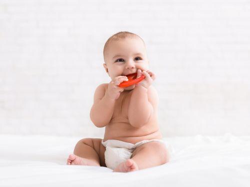 Kinder schon vor dem Zahnen ans Zähneputzen gewöhnen