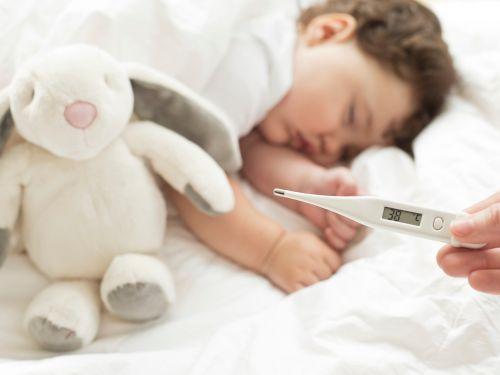 Fieber beim Baby: normale Körperreaktion
