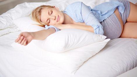 Wie schlafen und träumen Babys im Mutterleib?